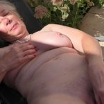Watch Porno Hub Online – Mature.nl presents Caroline (EU) (64) in British horny granny playing outside – 26.09.2017 (MP4, FullHD, 1920×1080)