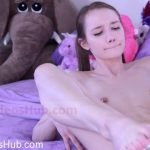 Watch Porno Hub Online – ManyVids presents PrincessBambie in Sweet Lil Girlfriend Cuckolds You in Bed (MP4, FullHD, 1920×1080)